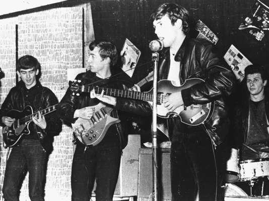 El 5 de octubre de 2012, el mundo celebrará el 50 aniversario del lanzamiento de 'Love Me Do', el primer sencillo que impulsó al estrellato la carrera de Los Beatles. Con la llegada del cuarteto de Liverpool a la escena musical de principios de los años 60 se desató una euforia que aún perdura hasta hoy.