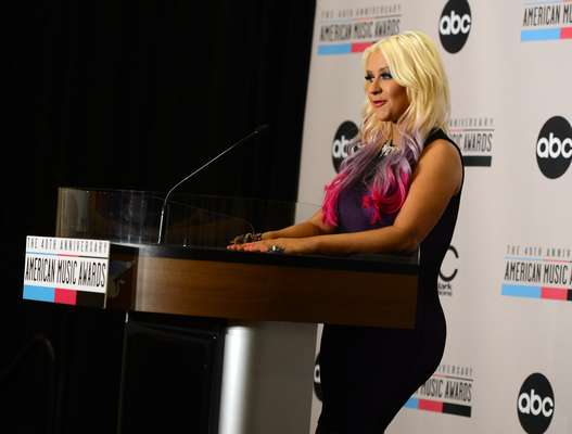 Christina Aguilera, luciendo un traje bien apretadito, fue la encargada de anunciar a los nominados de los American Music Awards 2012, en una conferencia de prensa llevada a cabo en el hotel JW Marriott de Los Ángeles.