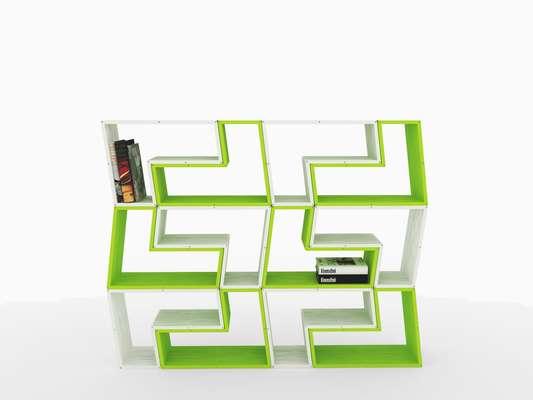 O designer Zanine de Zanini herdou o talento do pai, o arquiteto e também designer José Caldas, e hoje cria belas peças como esta estante modular, feita para a Doïz. Informações: (21) 2233-5061