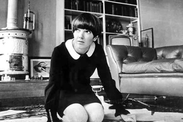 Uno de los íconos de la liberación femenina es, sin duda, la minifalda, cuya aparición en la década de los 60 revolucionó la forma en que se apreció la silueta femenina. Conoce más acerca de esta prenda.