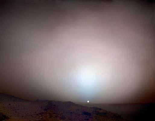 Conmemorando los 50 años de la fotografía espacial, el norteamericano Michael Benson creó un compendio de fotografías realizadas por la NASA a lo largo de estos años.