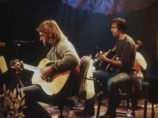 1.- La revista NME realizó una publicación con los 50 mejores riffs de la historia. Seguramente conoces muchos de estos clásicos temas del rock. Aquí te presentamos enl top 10 de este conteo, encabezado por Nirvana.