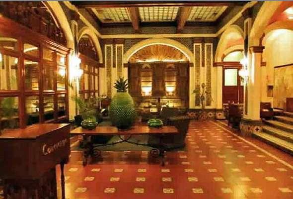 La ruta del miedo podría comenzar en el Hotel Majestic donde se hospeda también a aquellos que se niegan a hacer el check out, incluso después de haber muerto.
