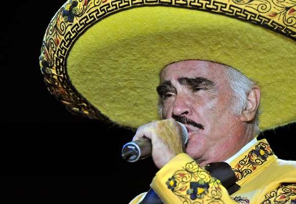 """Vicente Fernández tendrá que ser sometido a una operación para extirparle una bolita en el hígado, por lo que se vio obligado a cancelar todos los shows que tenía programados en el 2012. """"Debido a la naturaleza de la intervención, sus cuidados y la recuperación de la misma, los conciertos programados para el resto de 2012 serán cancelados"""", reza un comunicado difundido a los medios, en cual agrega el cantante: """"Me encuentro tranquilo, con mucho optimismo y mucha fe en que todo saldrá bien en la operación. He estado muy apapachado por toda mi familia, quien ha estado a mi lado en todo este proceso""""."""