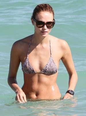 Natasha Poly, la sensual modelo rusa, se robó las miradas con su bikini.