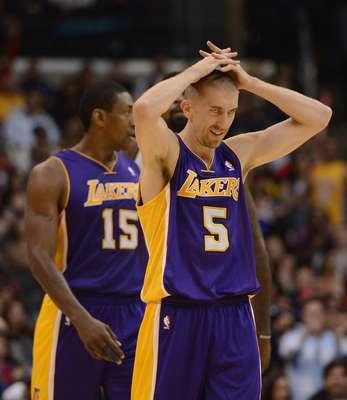Es evidente la desesperación que viven los jugadores de Lakers.