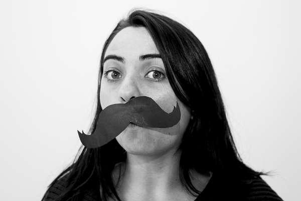 En el mes de noviembre el movimiento internacional Movember (contracción en inglés de Moustache bigote y November noviembre) invita a que todos los hombres del mundo se dejen crecer este símbolo tan masculino. Ahora, las mujeres también se han integrado.