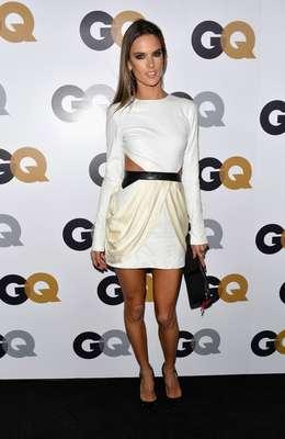 """La modelo Brasileña, Alessandra Ambrosio, presumió cinturita y piernas en la celebración del """"Hombre del Año"""" que organizó la revista GQ."""