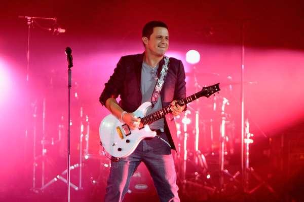 """El cantante español Alejandro Sanz llegará a Terra para hacer vibrar y enamorar a los fans con las canciones de su más reciente álbum, """"La Música No Se Toca"""", el próximo 6 de diciembre en Terra Live Music. Para hacerles la espera más corta, los invitamos a hacer un viaje placentero a través de las frases poéticas más celebres de sus canciones, las cuales se convirtieron en hits alrededor del mundo."""