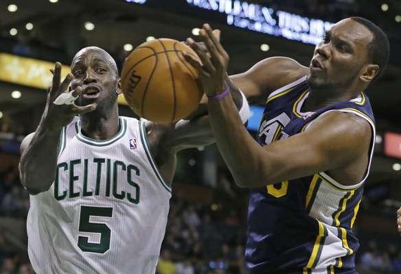 98-93, los Celtics ganaron en los últimos segundos y Garnett anotó 11 puntos.