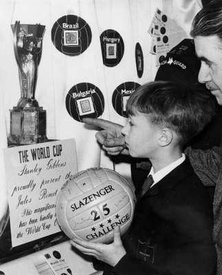 Meses antes del Mundial de 1966, la copa Jules Rimet fue robada del Salón Central de Westminster, en Londres. El escándalo fue total.