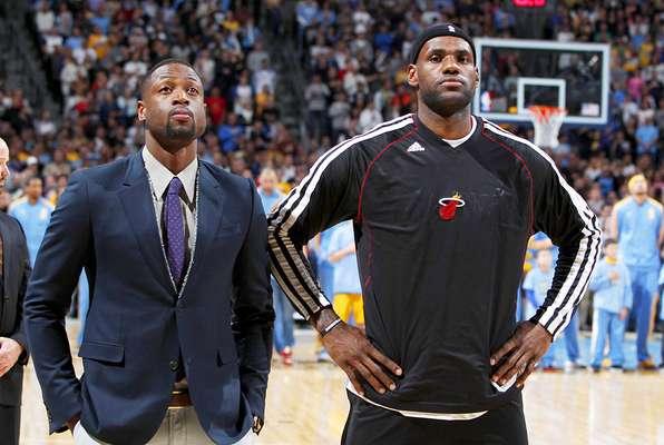 Heat vs. Nuggets: Dwayne Wade y LeBron James previo al duelo ante Denver. El campeón Miami venció 98-93 a Denver y rompe una racha de 10 derrotas consecutivas en Colorado.