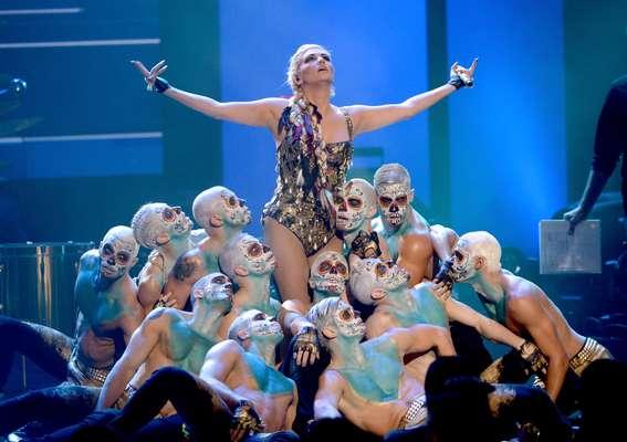 Que espanto! La cantante Ke$ha dejo a todos boquiabiertos durante la entrega de los American Music Awards 2012.