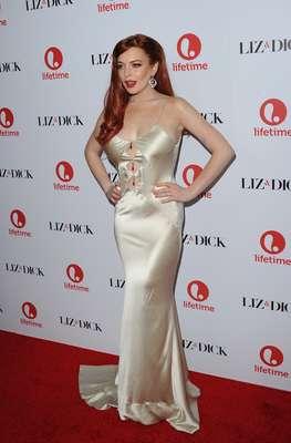Luciendo súper sexy y muy en su papel de Elizabeth Taylor, Lindsay Lohan por fin pudo llamar la atención por su trabajo y no por sus escándalos. La actriz asistió a la premiere de 'Liz & Dick', película de la televisión que habla sobre la vida de la leyenda del cine Elizabeth Taylor.