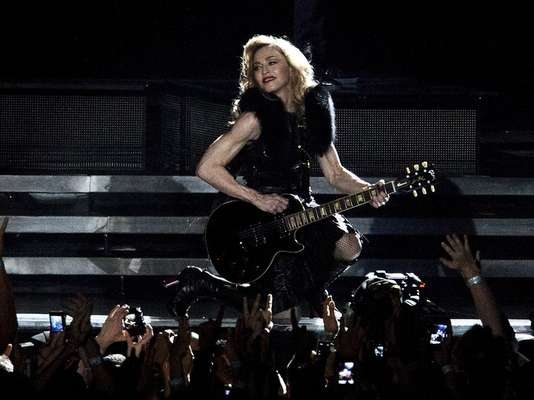 En mayo pasado Madonna inició su gira mundial en 'MDNA', en Tel Aviv, Israel, ciudad que la cantante no había pisado anteriormente. Distintos grupos conservadores intentaron prohibir su espectáculo.