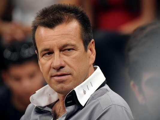 Convidado do programa Altas Horas, da Rede Globo, o técnico Dunga afirmou que voltará a trabalhar em 2013 e não descartou voltar ao comando da Seleção Brasileira