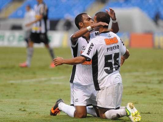 Fora de casa, o Atlético-MG venceu o Botafogo pelo placar de 3 a 2, de virada, e segue na briga pelo vice-campeonaro