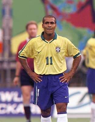 En las seis ediciones de la Copa Confederaciones, jugadores brasileños se han llevado el Botín de Oro del torneo en cuatro ocasiones. El primero en hacerlo fue Romario, que con 7 goles lo ganó en Arabia Saudita 1997. Romario además es el que ostenta el récord de más anotaciones en una sola edición.