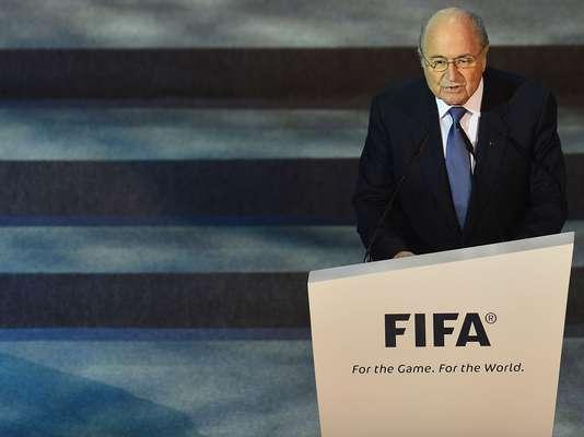El primero en hablar en la ceremonia del sortero de Copa Confederaciones fue el presidente de la FIFA, Joseph Blatter. En sus palabras de apertura elogió a Brasil como país anfitrión y pidió un aplauso a la presidenta Dilma Rousseff.