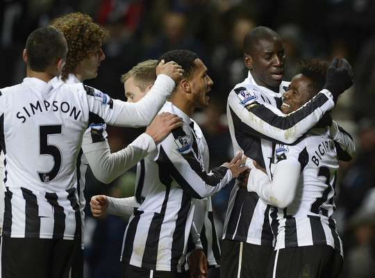 Newcastle United's Gael Bigirimana (R) celebrates scoring with teammates against Wigan Athletic during their English Premier League soccer match in Newcastle, northern England December 3, 2012.