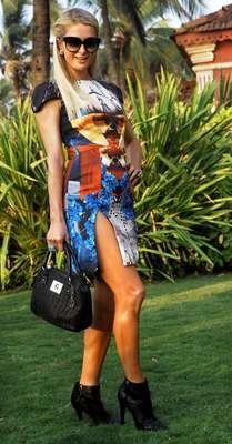 Paris Hilton visitóIndia para la Semana de la Moday el lanzamiento de su línea de bolsos que lució con cada uno de sus outfits con mucho estilo.La socialité sabe de moda y no dudó en hacer del estampadoel protagonista de su look .