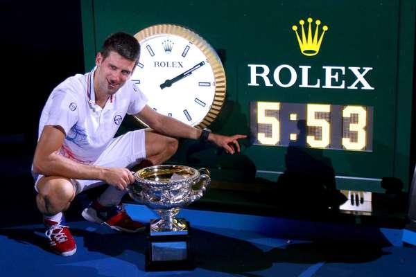 Novak Djokovic se impuso en cinco agónicos sets a Rafael Nadal por: 5-7, 6-4, 6-2, 7-6 (5) y 7-5 siendo esta una nueva marca para una final de Grand Slam y para un juego de Abierto de Australia tras cinco horas y 53 minutos de batalla.
