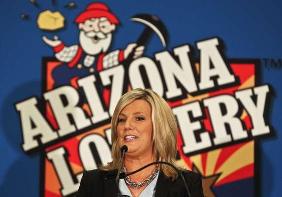 Un afortunado jugador de Arizona, al suroeste de Estados Unidos, se proclamó este viernes como el dueño del segundo boleto ganador del premio mayor de 587,5 millones de dólares de la lotería Powerball en Estados Unidos, informaron los organizadores.