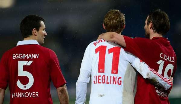 El Bayer Leverkusen, segundo de la liga alemana, perdió 3-2 en su visita a Hannover, en el cierre de la 16ª jornada de la Bundesliga.
