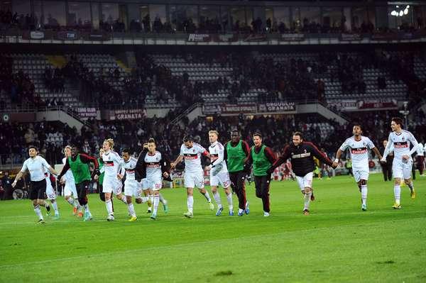Milan consiguió un importante triunfo en Turín; hilvanó su tercer triunfo consecutivo y poco a poco va subiendo lugares en la tabla. Ya es séptimo.
