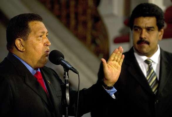 Casi siempre sonriente tras su poblado bigote negro, en las distancias cortas Nicolás Maduro parece tocado por el hada de la calma. Tal vez en ello tenga mucho que ver sus creencias hinduistas. Si Hugo Chávez es un carismático torbellino, su vicepresidente aparece como precisamente lo contrario: un hombre tranquilo.