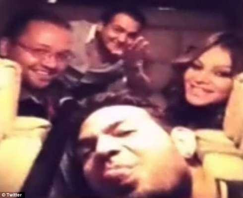 La última foto en la red social de la fallecida cantante Jenni Rivera, la mostraba muy feliz con su equipo de trabajo. Recuerda a la artista en sus momentos más felices en fotos.
