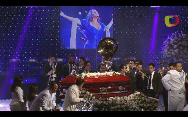 Jenni Rivera's public funeral was full of emotional scenes that took place at the Gibson Amphitheatre in Los Angeles. All of her family wore white and covered her coffin in white flowers, which was red with butterflies.