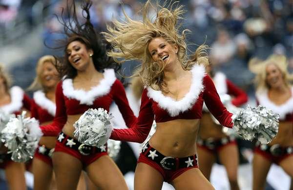 Las hermosas cheerleaders de la NFL le dieron un toque sexy a la navidad con sus bellos trajes de Santa Claus.