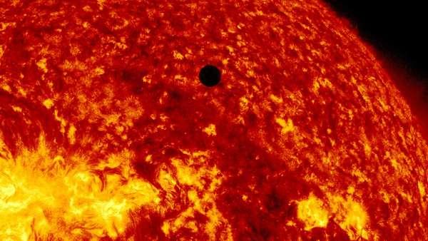 El 2012 estuvo lleno de hallazgos cientítificos que dieron luz sobre el universo, enfermedades y antiguas teorías sobre la Tierra, entre otros descubrimientos. El hallazgo del bosón de Higgs fue el más importante, según la revista Science. Pero, además de ese descubrimiento, hay otros hallazgos que revolucionaron la ciencia este año.