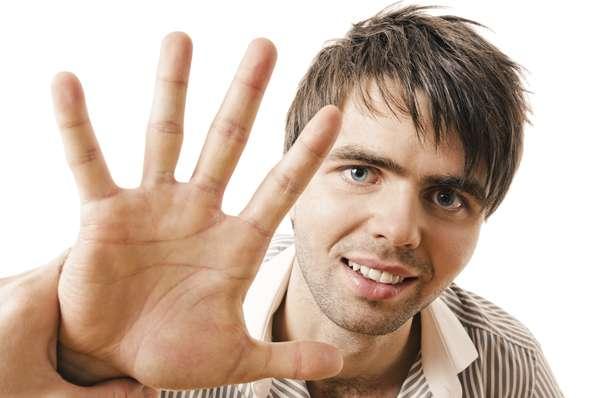 Mito 1 - Se você se masturbar demais, ficará com a mão peluda.Fato: na verdade a mão de ninguém ficará peluda, no entanto é possível que alguns problemas de irritação possam vir a ocorrer