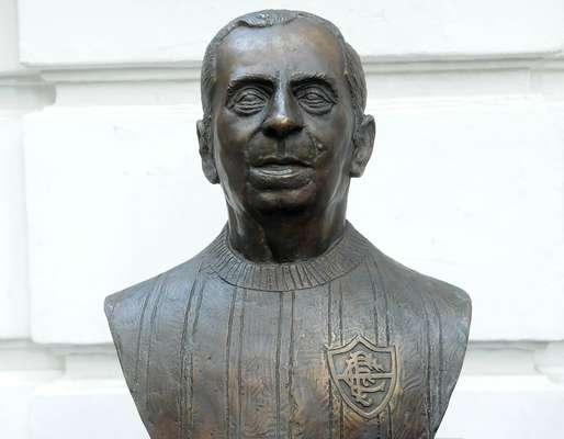 Fluminense inaugurou nesta quarta-feira (26) um busto em homenagem a Nelson Rodrigues na sede do clube, no Rio de Janeiro