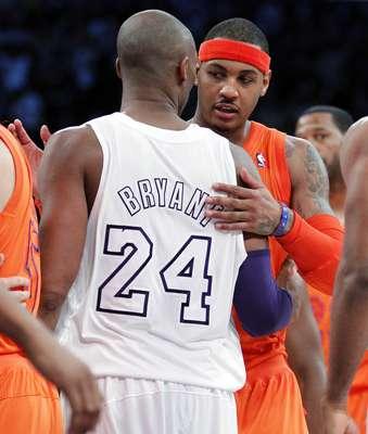 La combinación del escolta Kobe Bryant, el base canadiense Steve Nash y el ala-pívot español Pau Gasol fue la clave del triunfo conseguido por Los Ángeles Lakers que se impusieron 100-94 a los Knicks de Nueva York.