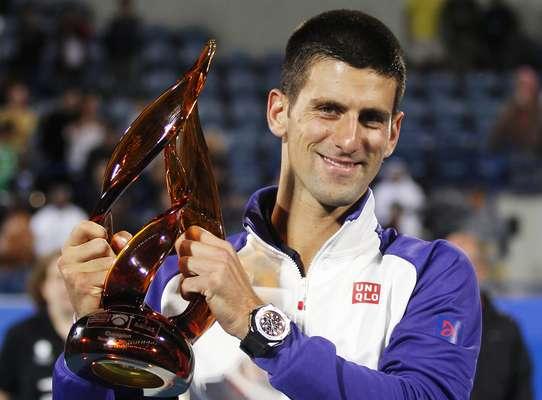 O sérvio Novak Djokovic conquistou o bicampeonato do torneio de exibição de Abu Dhabi, nos Emirados Árabes, ao derrotar neste sábado o espanhol Nicolás Almagro, por 2 sets a 1, com parciais de 6/7(4), 6/3 e 6/4