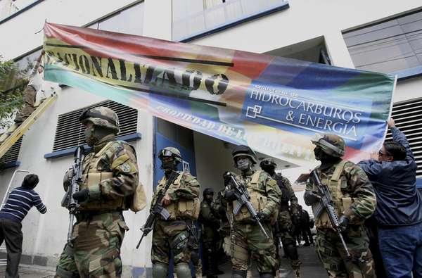 Efectivos de las Fuerzas Armadas y la Policía Boliviana han tomado las instalaciones de las cuatro filiales de Iberdrola nacionalizadas este sábado por decreto por el presidente de Bolivia, Evo Morales.