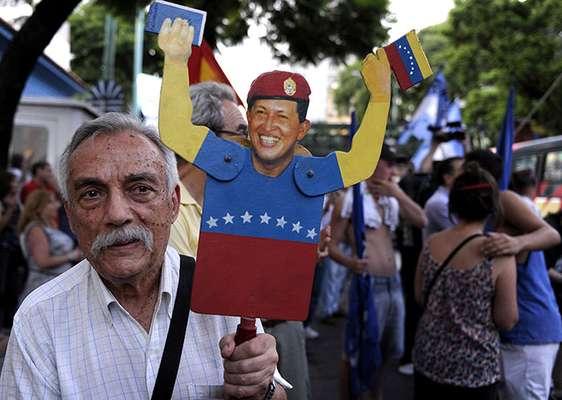 En cualquier lugar que uno se pare en Venezuela, el tema de conversación obligado es el estado de salud del presidente Hugo Chávez, quien se encuentra severamente enfermo en Cuba de una severa infección pulmonar, a raíz de su cuarta operación en contra del cáncer, que le aqueja desde el 2011.