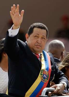 Hoy jueves 10 de enero, Hugo Chávez debía tomar posesión como presidente de Venezuela, luego de ser reelecto en octubre de 2012. Sin embargo, no lo hará. El mandatario sudamericano se encuentra coonvaleciente en Cuba por una fuerte infección pulmonar que contrajo tras su cuarta operación contra el cáncer.