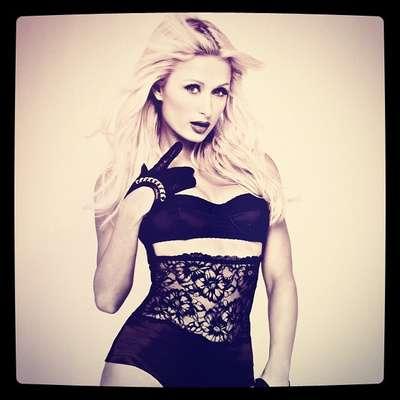 Paris Hilton es una socialité con más escándalos en su pasado. En cuestión de estilo se puede decir queoscila entre lo sensual y lo glamuroso.