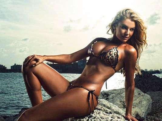 La venezolana Marjorie de Sousa encabeza el conteo que enlista a las villanas más sensuales de la televisión mexicana. La actriz da vida a la ambiciosa modelo 'Kendra Ferreti' en la telenovela 'Amores Verdaderos'.