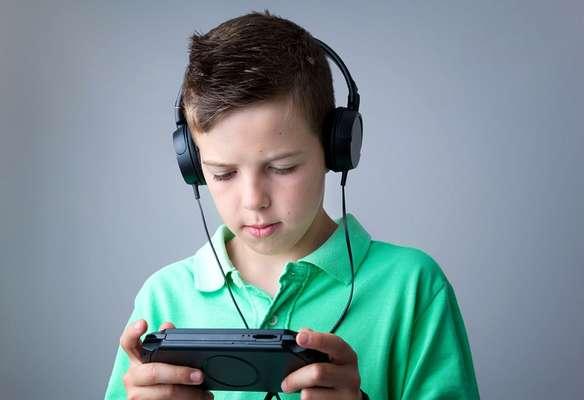 Os games exigem que os jogadores pensem e ajam rapidamente, compreendam situações complexas e criem estratégias