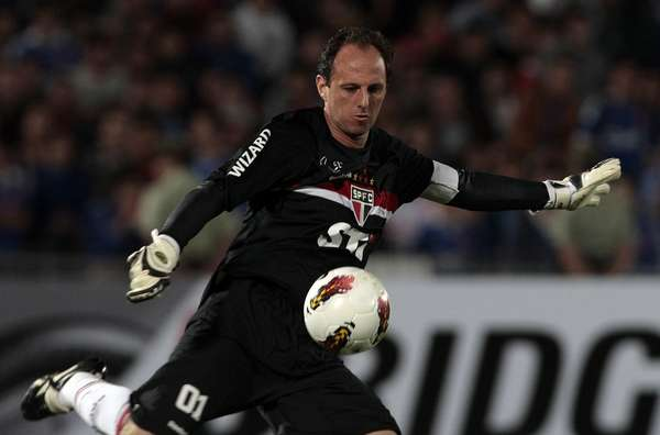 The king of scoring goalkeepers is without a doubt Sao Paolo's Rogerio Ceni with 107 goals (57 on free kicks and 50 on penalty kicks).