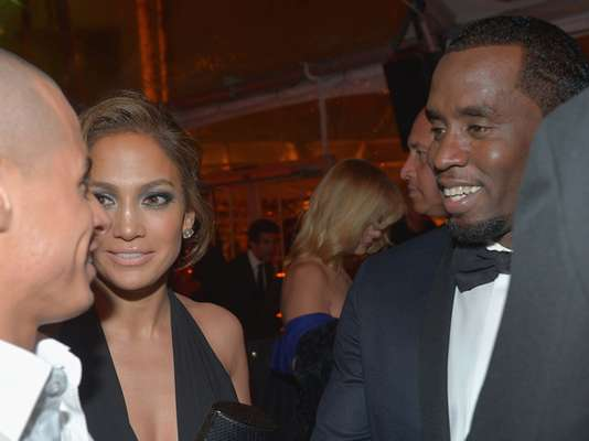 Whoa! What happens when Jennifer Lopez's ex, Sean Combs, runs into her current beau, Casper Smart?