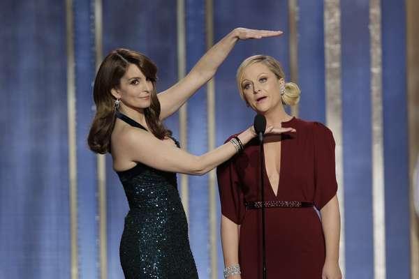 """Amy Poehler y Tina Fey fueron las presentadores de los Golden Globes 2013 y tuvieron muchos momentos chistosos. """"Meryl Streep no esta aquí, tiene gripa y es buenisima,"""" Amy dijo refiriendose a las gran actuaciones de Meryl."""