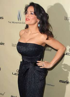 Varías celebridades estan obtando por la tendencia 'push up'. Aquí el recuento de alguna de ellas. En los Globos de Oro Salma Hayek optó por un escote palabra de honor.