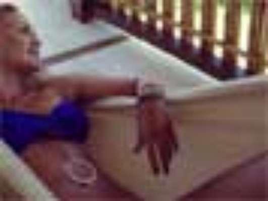 A apresentadora Eliana mostrou estar em ótima forma em fotos suas de biquíni que postou no Instagram, nesta terça-feira (15). Ela está de férias com o marido, João Marcelo Bôscoli