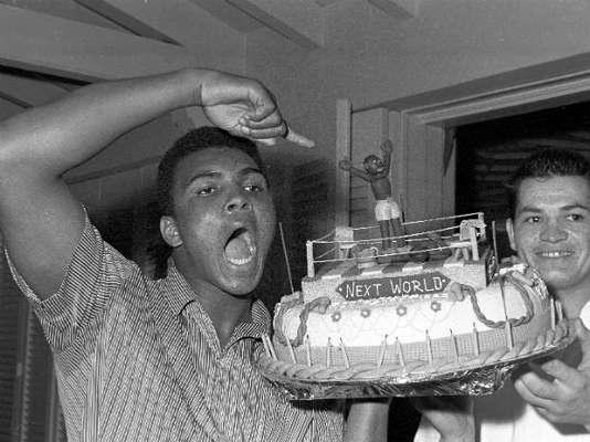 Este 17 de enero, Muhammad Ali, considerado el mejor boxeador de todos los tiempos, incluso para muchos el mejor atleta del siglo XX, está de plácemes ya que cumple 71 años. Aquí recordamos sus más grandes momentos arriba del ring.